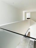 Interior da casa, opinião da passagem Fotografia de Stock