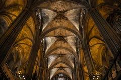Interior da catedral da cruz e de Saint santamente Eulalia, o 31 de março de 2013 em Barcelona, Espanha Fotos de Stock Royalty Free
