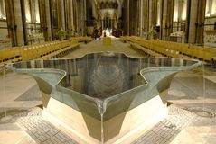 Interior da catedral de Salisbúria imagem de stock royalty free