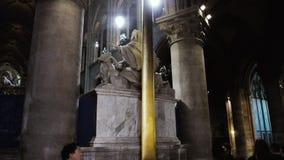 interior da catedral do grande altar transversal de Notre Dame de Paris filme