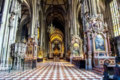 Interior da catedral do ` s de St Stephen em Viena, Áustria fotos de stock