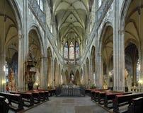 Interior da catedral do St. Vitus em Praga fotografia de stock