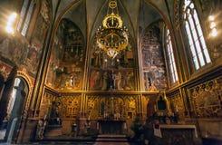 Interior da catedral do St Vitus em Praga Imagens de Stock