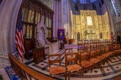Interior da catedral nacional no Washington DC, EUA imagem de stock
