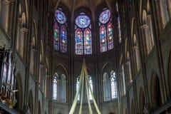 Interior da catedral Notre Dame - Paris imagens de stock