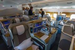 Interior da classe executiva dos aviões os maiores Airbus A380 do mundo Fotos de Stock