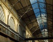 Interior da construção da balsa em San Francisco imagens de stock royalty free