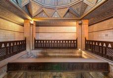 Interior da construção do Nilometer, um dispositivo egípcio antigo da medida da água imagem de stock