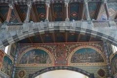 Interior da construção velha em Bruges, Bélgica fotografia de stock