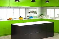Interior da cozinha com contador vazio Fotos de Stock Royalty Free