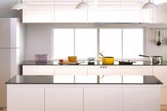 Interior da cozinha com contador vazio Fotos de Stock