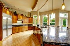 Interior da cozinha na casa luxuosa Bens imobiliários em WA Fotos de Stock Royalty Free