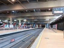 Interior da estação de trem de Atocha no Madri, Espanha É t fotografia de stock