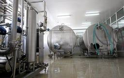 Interior da fábrica do leite e da leiteria