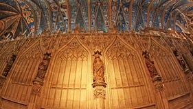 Interior da grande catedral em Alby France fotos de stock