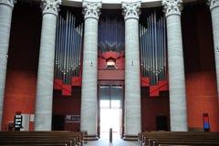 Interior da igreja católica Fotos de Stock
