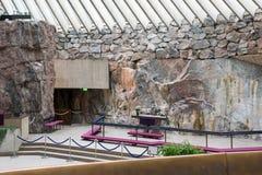Interior da igreja da rocha do temppeliaukio em Helsínquia, Finlandia Fotos de Stock Royalty Free