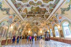 Interior da igreja de Miheevskaya de St Sergius, trindade Lavra de St Sergius em Moscou, Rússia fotografia de stock