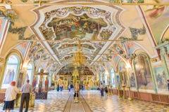 Interior da igreja de Miheevskaya de St Sergius, trindade Lavra de St Sergius em Moscou, Rússia fotos de stock