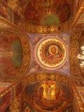 Interior da igreja do salvador no sangue derramado em St Petersburg, R?ssia fotografia de stock