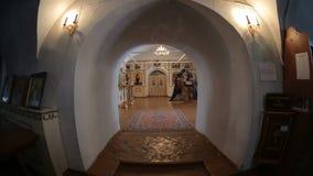 Interior da igreja ortodoxa do russo vídeos de arquivo