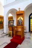 Interior da igreja da igreja ortodoxa da natividade de Cristo, Shkoder, Albânia foto de stock royalty free