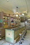 Interior da loja de droga velha Fotos de Stock