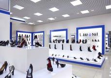 Interior da loja de sapata imagem de stock