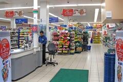 Interior da loja de Tesco Fotos de Stock Royalty Free