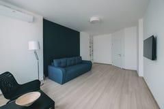 Interior da luz com revestimento em um apartamento moderno Foto de Stock Royalty Free