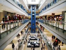 Interior da manutenção programada Megamall, uma das alamedas as mais grandes nas Filipinas fotografia de stock