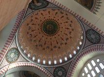 Interior da mesquita bonita em Istambul imagens de stock