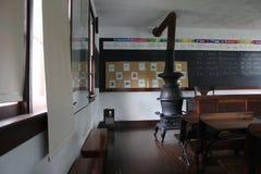 Interior da sala de classe da escola de Amish imagens de stock royalty free