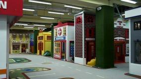 Interior da sala de jogos moderna no jardim de infância vídeos de arquivo