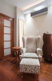 Interior da sala de visitas - detalhe da poltrona Imagem de Stock Royalty Free