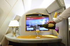 Interior de Airbus A380 de los emiratos Foto de archivo
