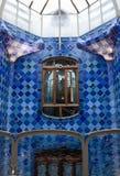 Interior de Batllo das casas. Mozaic nas paredes. Antonio Foto de Stock Royalty Free