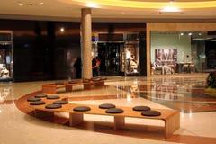 Interior de centro del departamento Fotos de archivo