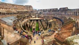Interior de Colosseum ou de Flavian Amphitheatre em chuvoso roma Italy imagem de stock royalty free
