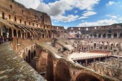 Interior de Colosseum ou de Flavian Amphitheatre em Roma Italy fotografia de stock