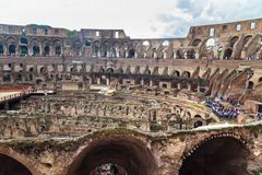 Interior de Colosseum ou de Flavian Amphitheatre em Roma Italy imagens de stock royalty free