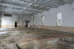 Interior de construção abandonado Imagens de Stock