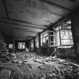 Interior de construção abandonado Casa deixar para lá velha Fotos de Stock Royalty Free