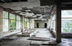 Interior de construção abandonado Opinião vazia do salão Imagens de Stock