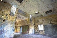 Interior de construção abandonado velho, processamento do hdr. Fotos de Stock