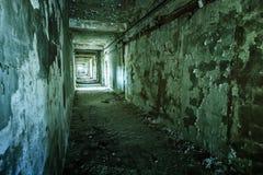 Interior de construção arruinado velho Imagens de Stock