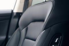 Interior de couro do carro Carro moderno painel iluminado Conjunto luxuoso do instrumento do carro fotografia de stock royalty free