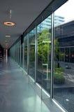 Interior de cristal del edificio de oficinas Fotos de archivo