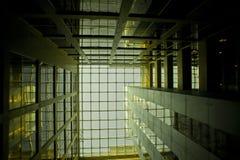 Interior de cristal del edificio en Dubai, UAE Fotografía de archivo libre de regalías