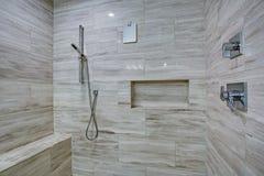 Interior de cristal perfectamente diseñado de la ducha fotos de archivo libres de regalías